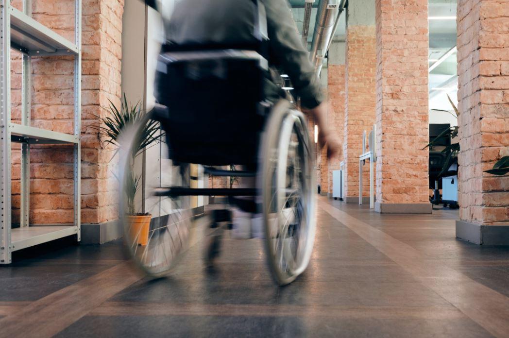 Mobilität mit einem Rollstuhl Treppenlift zurückgewinnen