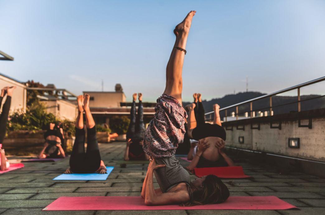 Entspannung im Urlaub mit der Reise Yogamatte